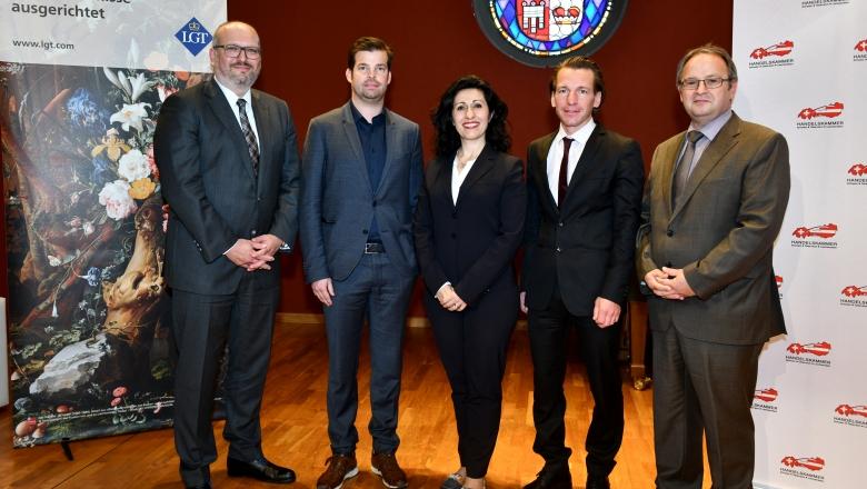 Das Podium: Peter Beck, Mathias Burtscher, Arzu Tschütscher, Rolf Geiger, Henrik Caduff