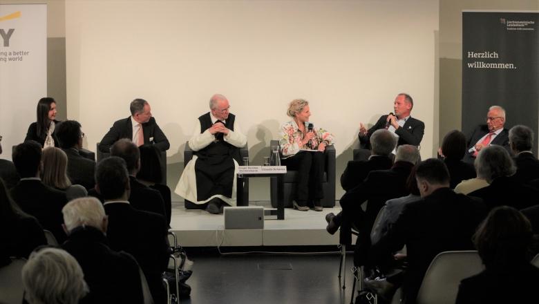 Petra Hauser (Exponential Buiness Hub), Robert Löw (Liechtensteinische Landesbank Österreich), Gregor Henckel-Donnersmarck (Alt-Abt, Zisterzienserstift Heiligenkreuz), Claudia Schanza (Mderatorin), Karl Pall (Gründer Google Österreich), Günther Tengel (Amrop Jenewein)