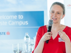 Melanie Ambros von Zühlke Engineering präsentiert den Medical Digital Twin. (Foto: HKSÖL/MIKES)