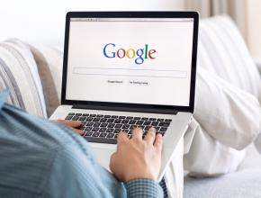 Laptop mit Google-Seite, © iStock by Getty/Prykhodov