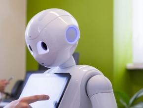 Foto von Service-Roboter mit Tablet